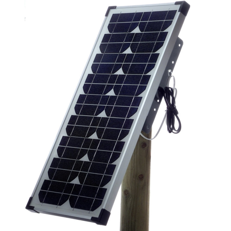 The 20W solar panel kit includes everything you need to upgrade 122B, 250B+ and 450B+ energisers for solar power: 20W solar panel, adjustable stand, wooden post, cables, and fastening means.