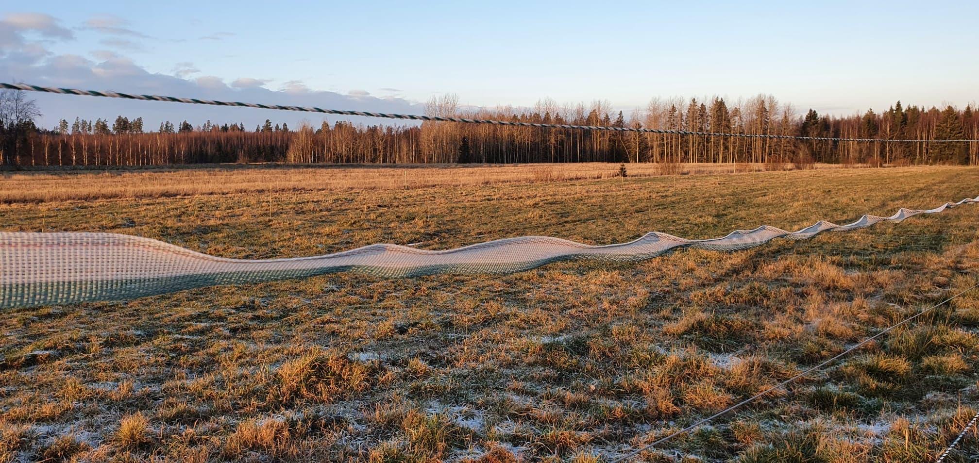 Sähköaidan kunnon selvittäminen kuvassa huonosti asennettu talvinauha Ollin blogissa ohjeet aidan ongelmien ratkaisuun